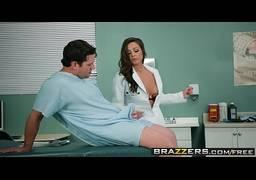 Enfermeira gostosa dando uma rapidinha no corredor do hospital