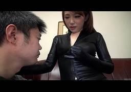 Novinha japonesa quicando na pica do tarado