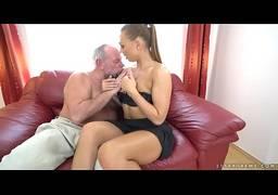 Pai mamando a buceta da filha peituda do brasil