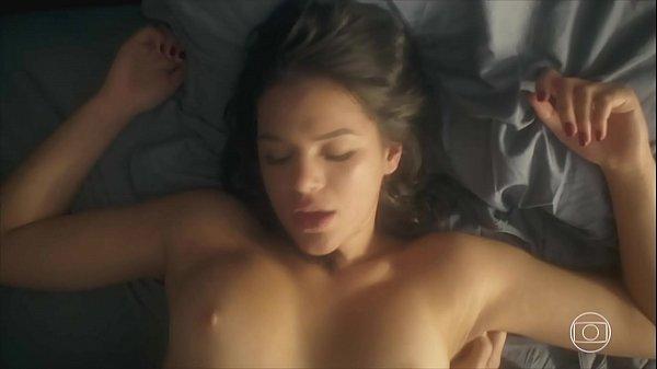 Bruna Marquezine nua pelada dando a buceta