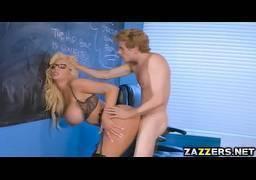 Flagra do novinho fodendo a professora gostosa