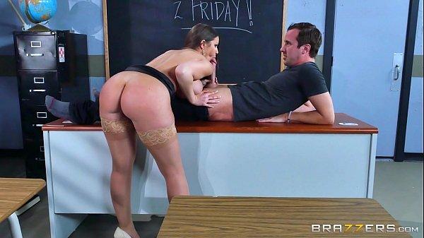 Professora cavala fodendo na sala com aluno