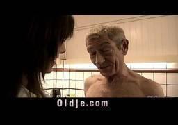Sexo entre do hospital entre pai e filha novinha