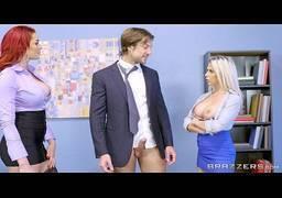 Sexo grupal com duas mulheres carnudas no escritorio