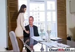 Safada transando com chefe do marido