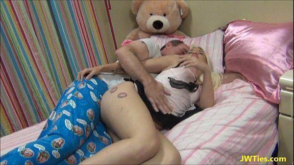 Pai come novinha filha sexy