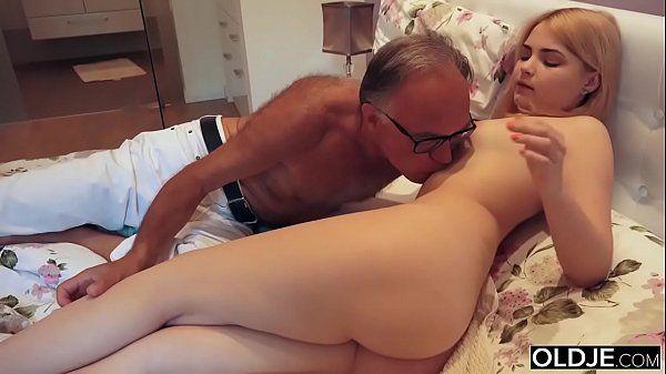 Enteada loirinha gostosa metendo com marido da mamãe