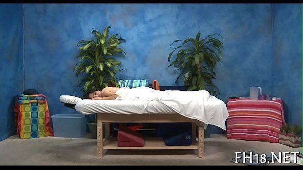 Vídeo rapidinho do dotado na massagem perfeita na bunduda
