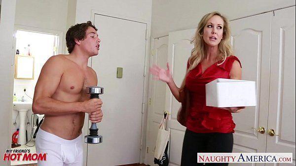 Mamãe Brandi Love fazendo sexo em vídeo porno
